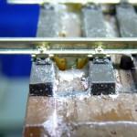 Schienenverbinder mit Schraube für Modulübergang